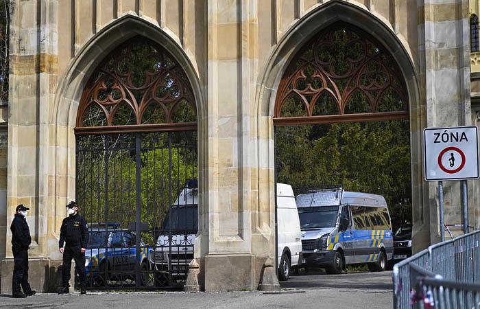Чехия потребовала от РФ до конца мая сократить штат посольства