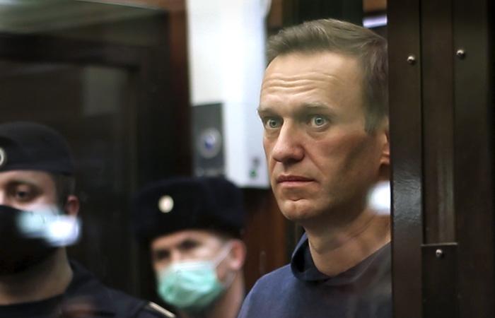Навальный решил прекратить голодовку