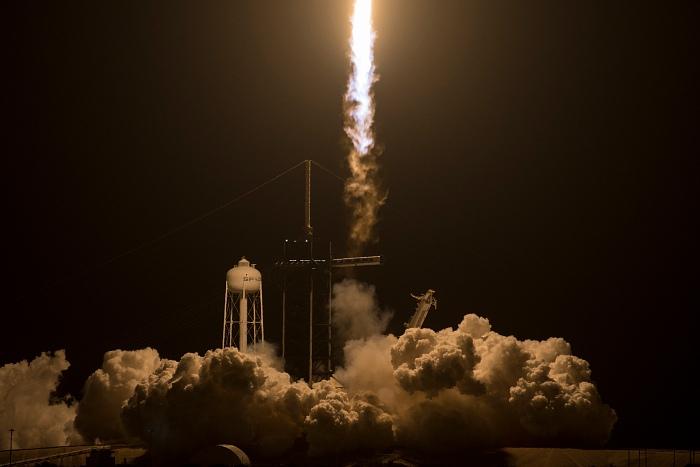 """""""Роскосмос"""" подтвердил переговоры о полетах космонавтов на Crew Dragon"""