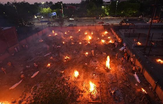 Открытый крематорий в индийском Семапури