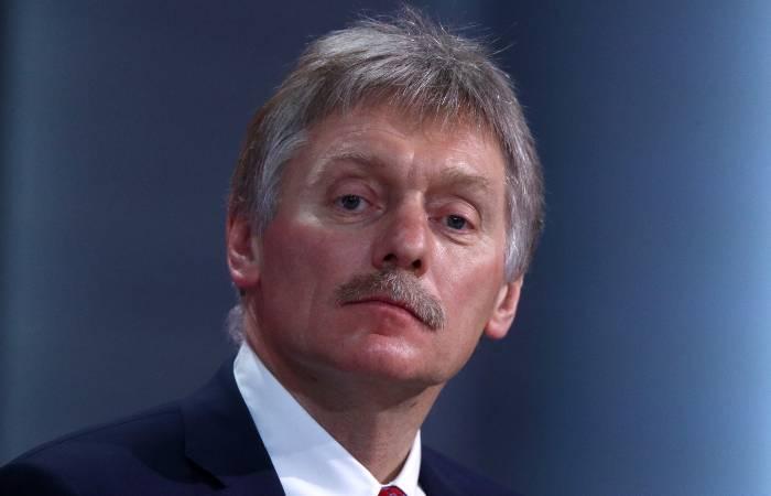 Песков назвал серьезными обвинения России в связи со взрывами в Чехии