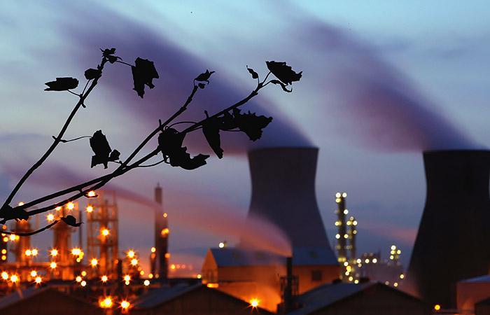 Нефть подешевела на опасениях из-за пандемии и ожиданиях встречи ОПЕК+