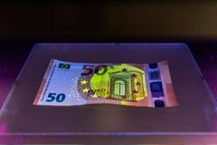 Число фальшивых иностранных банкнот в РФ выросло в разы в I квартале
