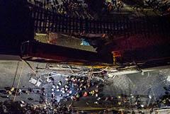 В Мехико метромост обрушился под проходящим поездом