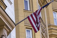 Посольство США в Москве сократит до минимума оказание консульских услуг