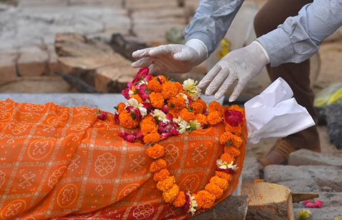 В Индии зарегистрировали рекордное число смертей от COVID-19 за сутки