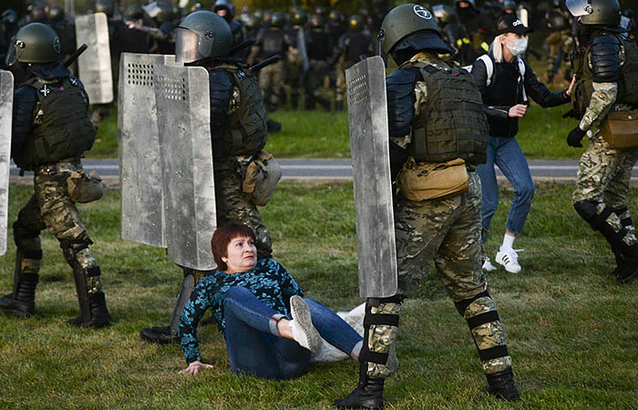 Более 80 бывших силовиков в Белоруссии лишены званий за содействие протестам
