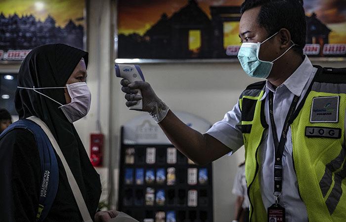 Авиапассажирам в Индонезии продавали б/у тесты на COVID-19