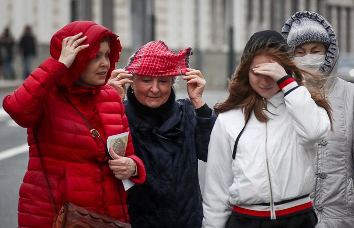Москвичей попросили оставаться дома из-за ураганного ветра