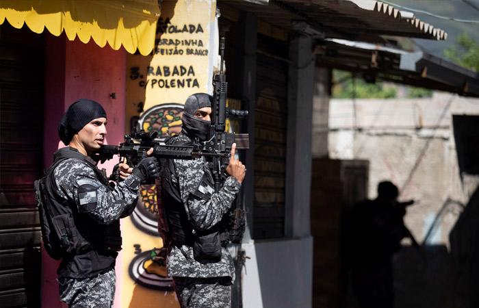 В перестрелке с полицией в Рио-де-Жанейро погибли 23 человека