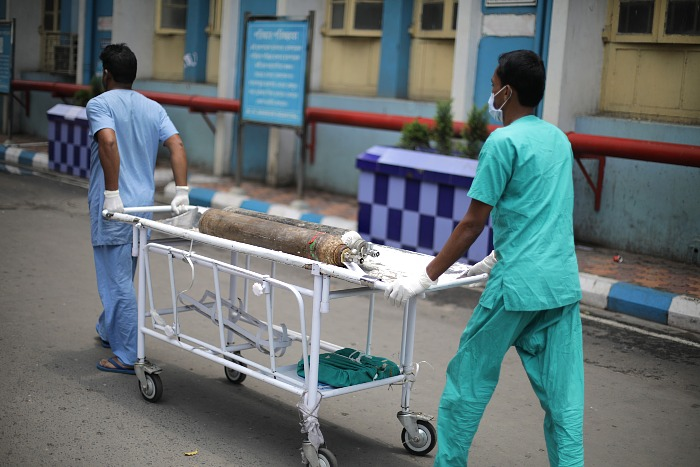 В Индии на фоне COVID-пандемии участились случаи поражения людей опасными грибами