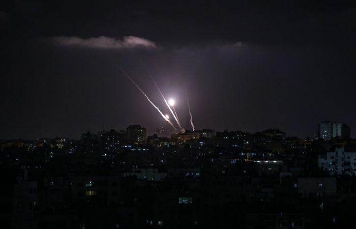 Около 180 ракет запустили в среду из сектора Газа в сторону Израиля