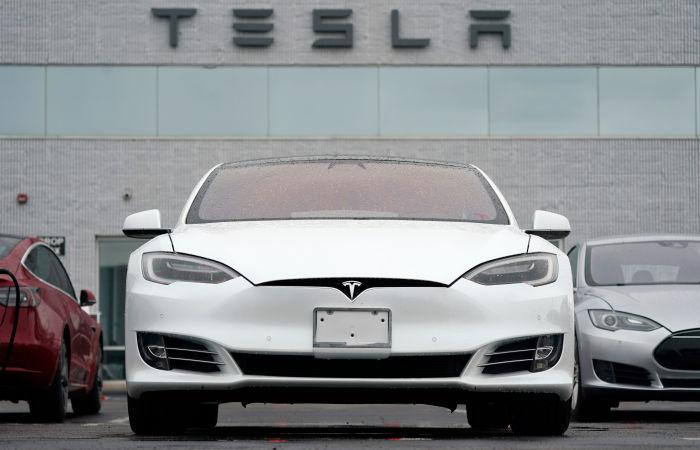 Илон Маск приостановил продажи электромобилей Tesla за биткойны