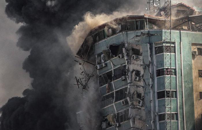 СМИ потребовали от Израиля объяснить уничтожение новостных офисов