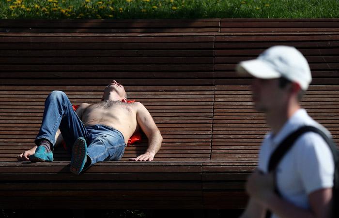 Москвичей предупредили о жаре до 32 градусов во вторник днем