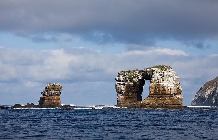 Знаменитая скала Арка Дарвина обрушилась на Галапагосах
