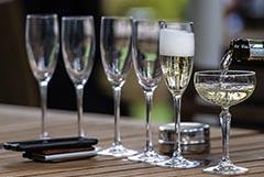 Россияне с начала года стали покупать больше шампанского
