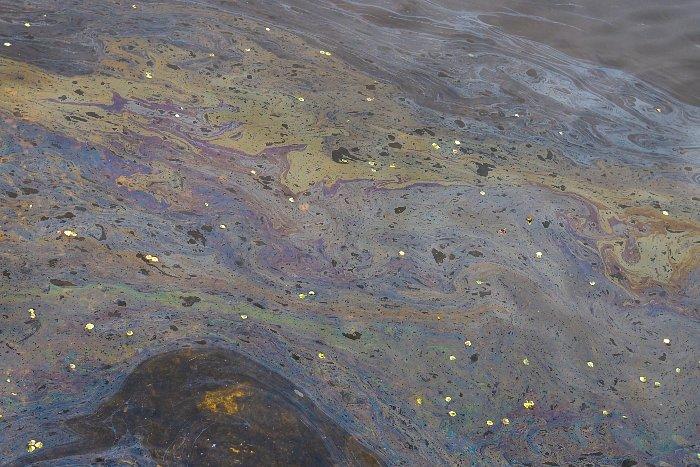 Вблизи Красноярской ТЭЦ-1 мазут попал в воды реки, попадающие в Енисей