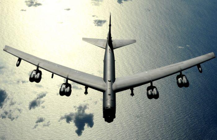 Бомбардировщик США во время полета над Балтикой нес настоящие авиабомбы
