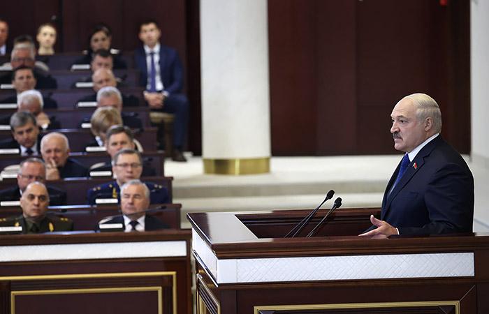 Лукашенко счел, что РФ не нужна головная боль от присоединения Белоруссии