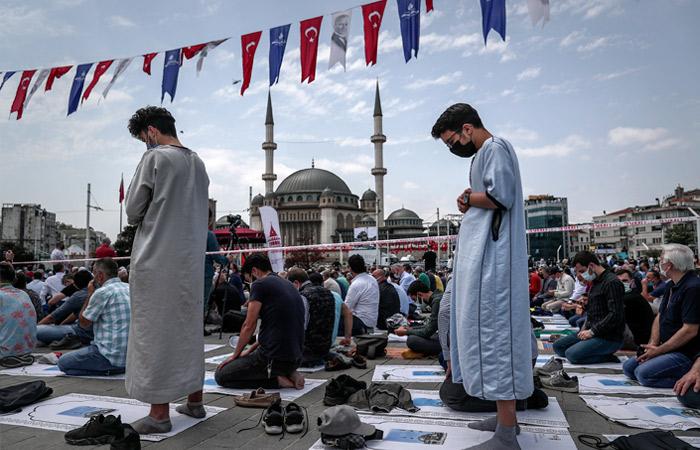 Эрдоган открыл третью по величине мечеть Стамбула