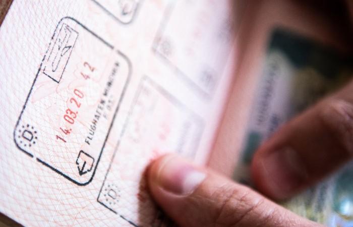 МИД заявил, что россиянам не придется возвращаться из-за рубежа ради загранпаспорта
