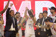 """Стамбульский """"Анадолу Эфес"""" впервые выиграл баскетбольную Евролигу"""