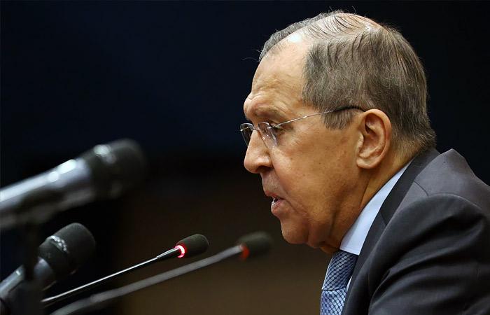 Лавров заявил, что РФ готовит решения в ответ на возможное отключение от SWIFT