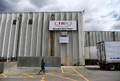 Большинство заводов JBS возобновят работу 2 июня после кибератаки