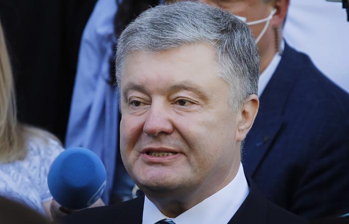 Порошенко попросил о встрече Байдена с Зеленским до саммита с Путиным