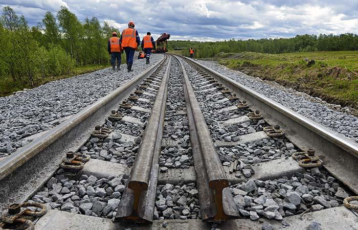 Мигрантам могут разрешить приезжать на стройки по железной дороге