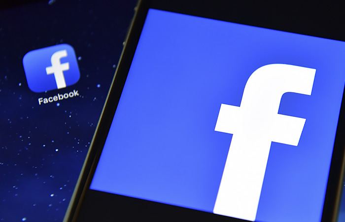 Facebook заморозил аккаунты Трампа до января 2023 года