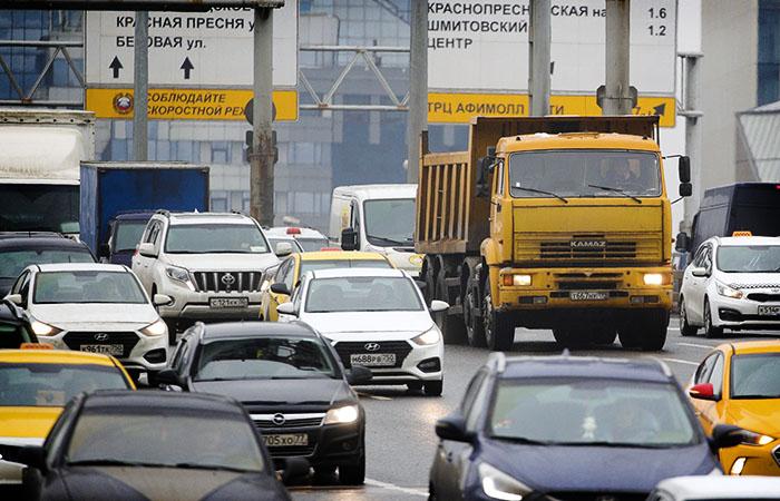 Ввод новых правил для грузовиков свыше 3,5 тонн в Москве вновь отложен