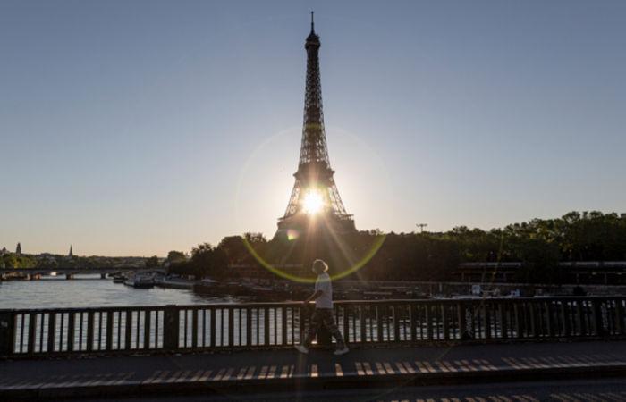 Франция отменила обязательный тест на COVID-19 для приезжающих из ЕС