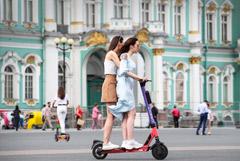 Электросамокаты полностью запрещены на Невском проспекте и Дворцовой площади