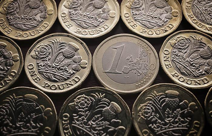 Евро подешевел до 87 рублей впервые с 17 марта