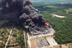 В штате Иллинойс загорелся химический завод