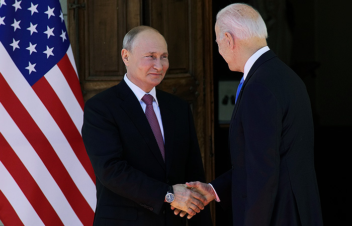 Путин назвал Байдена профессионалом, который ничего не пропускает