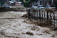 Один человек погиб в затопленной Ялте
