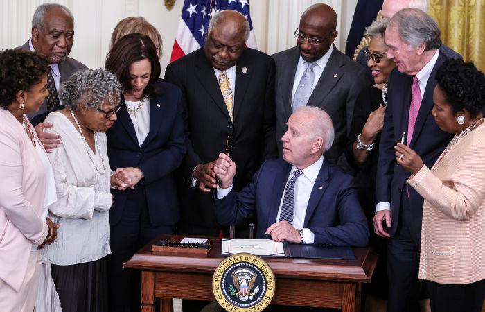 Байден подписал закон о признании Дня отмены рабства 19 июня