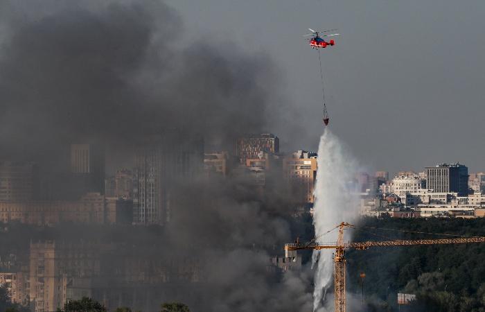Четыре человека пострадали при пожаре на складе пиротехники в Москве