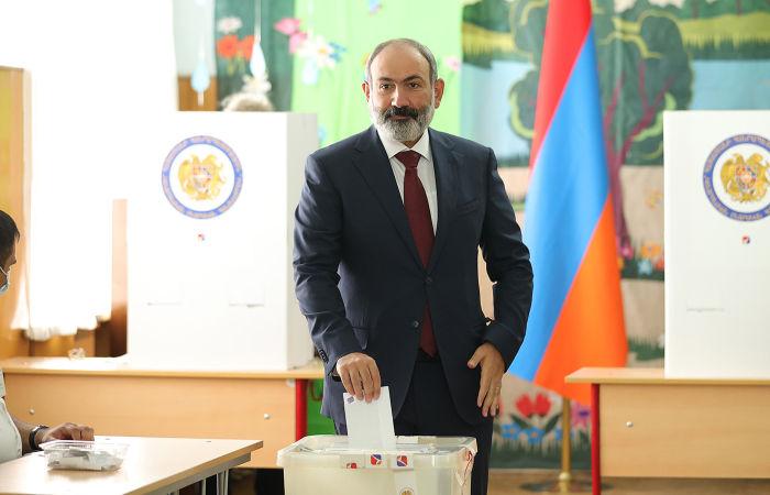 Партия Пашиняна вышла в лидеры по итогам электронного голосования