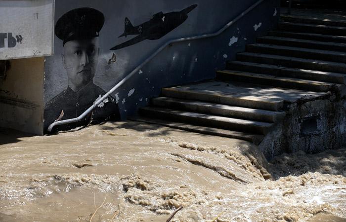Несколько частных домов ушли под воду в Ялте из-за потока с гор