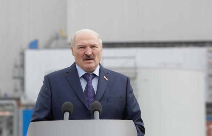 Лукашенко заявил, что Минск не будет защищать Европу от мигрантов-нелегалов