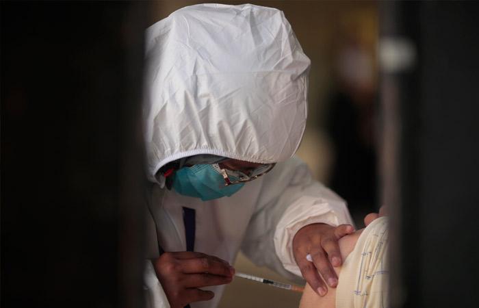 Бесплатную вакцинацию от COVID-19 для туристов запустили в Абу-Даби