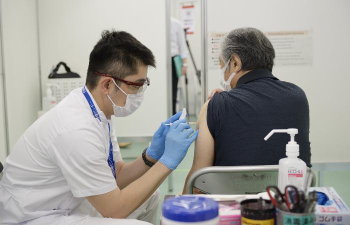 Япония одобрит применение AstraZeneca для людей 60 лет и старше