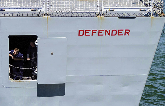 Военные РФ открыли предупредительный огонь по британскому эсминцу в Черном море