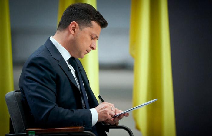 Зеленский продлил санкции против ряда российских СМИ и оборонных предприятий