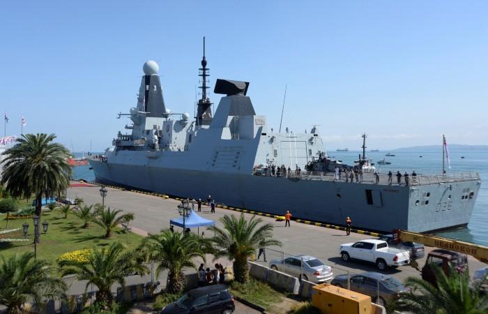 На остановке в Англии нашли секретные документы об эсминце Defender
