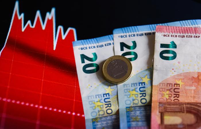 Европейские фондовые рынки снизились в понедельник